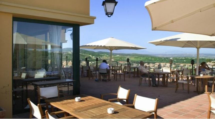 Hotel almenara terrace restaurants greencard golf for Terrace hotel restaurant